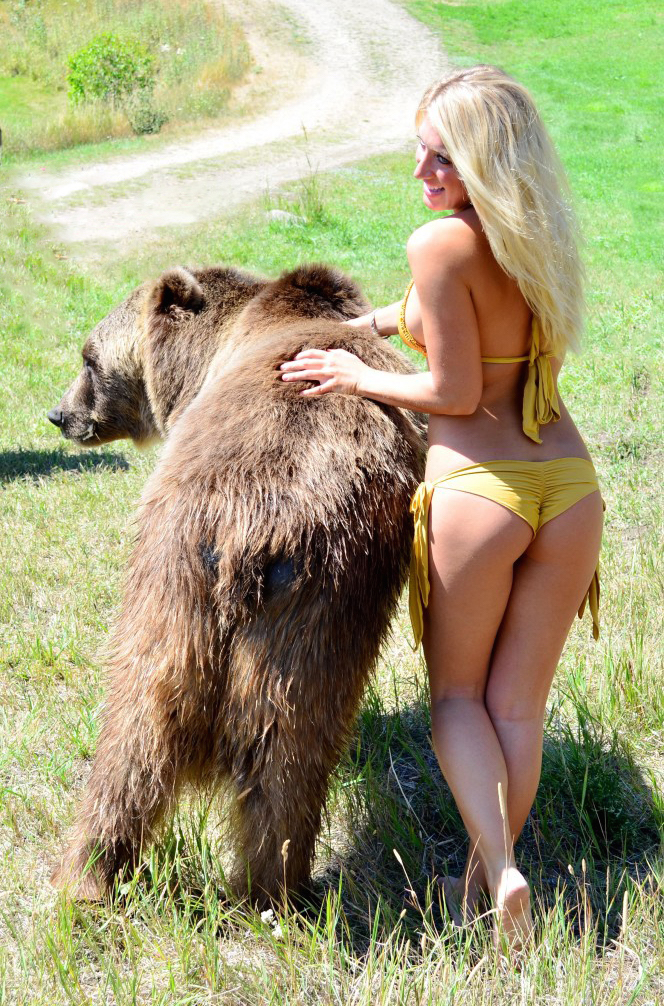 grizzly-bear-bikini-vanessa-rivers