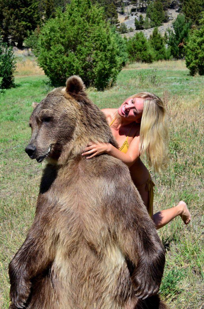 vanessa-rivers-bikini-grizzly-bear 2