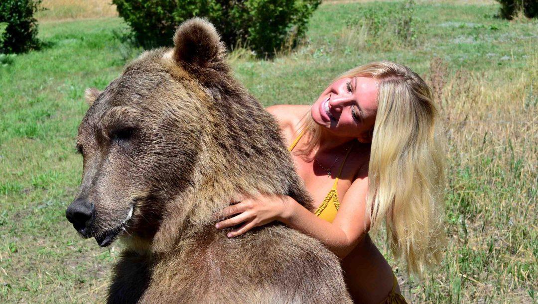 vanessa-rivers-bikini-grizzly-bear-2