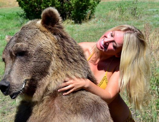 vanessa-rivers-bikini-grizzly-bear-2