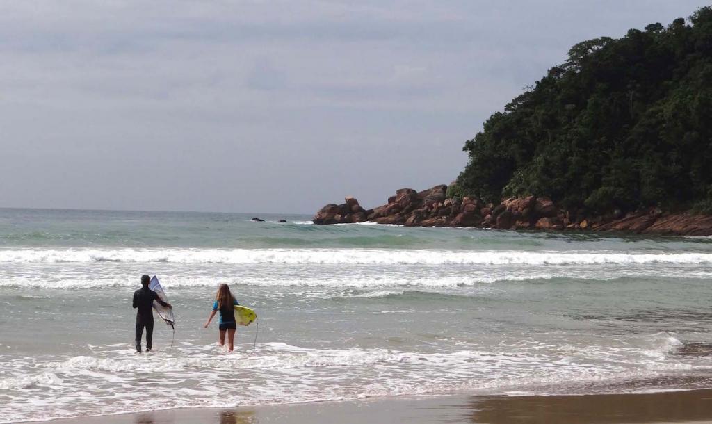 surfing- Praia-Brava-brazil