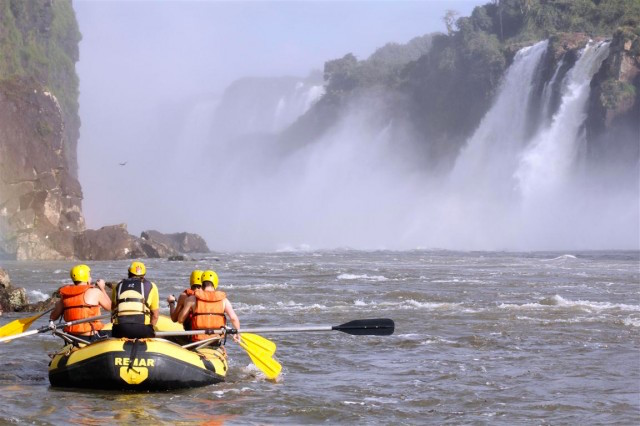 iguazu-falls-rafting