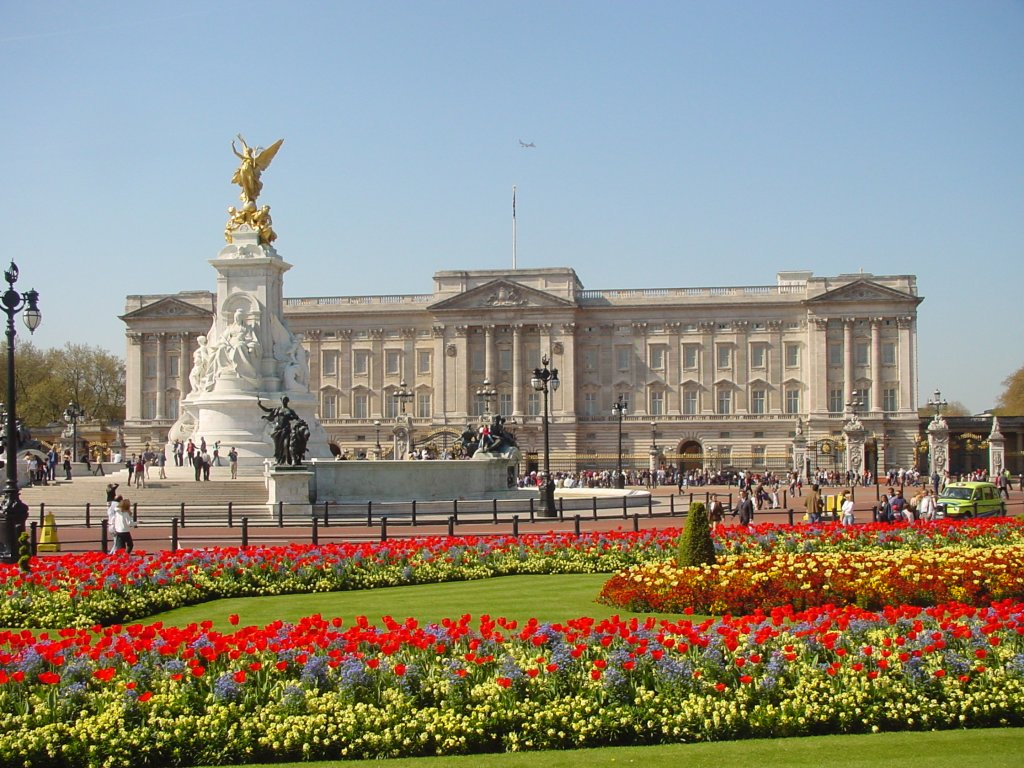 Buckingham Palace on a very sunny day (better than any pic I took!)