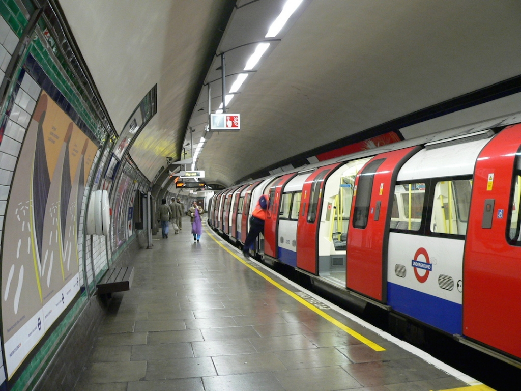 London-Underground-Tube-Train