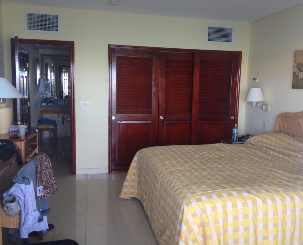 simpson-bay-resort-room