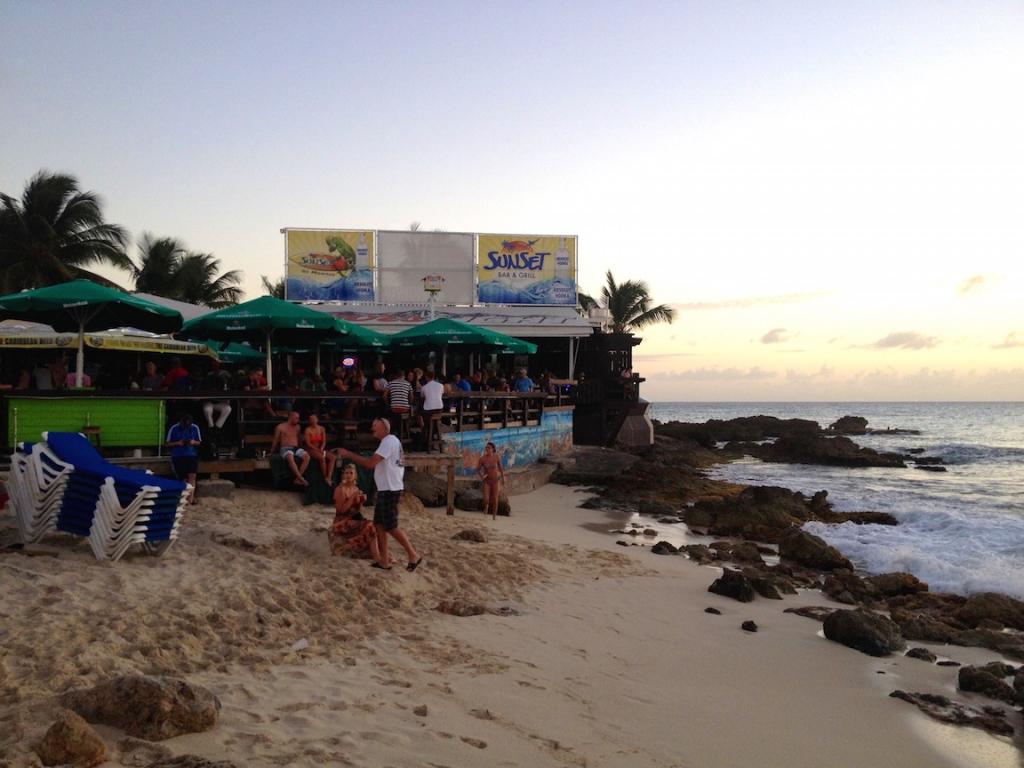 sunset-bar-st-maarten