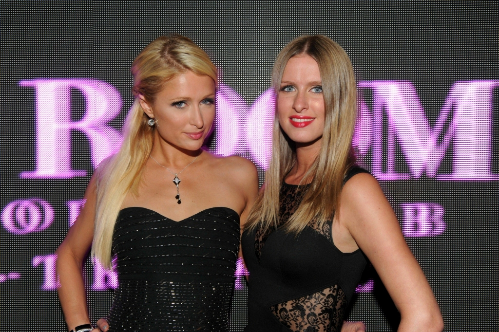 Paris-Hilton-at-VIP-Room-in-Saint-Tropez