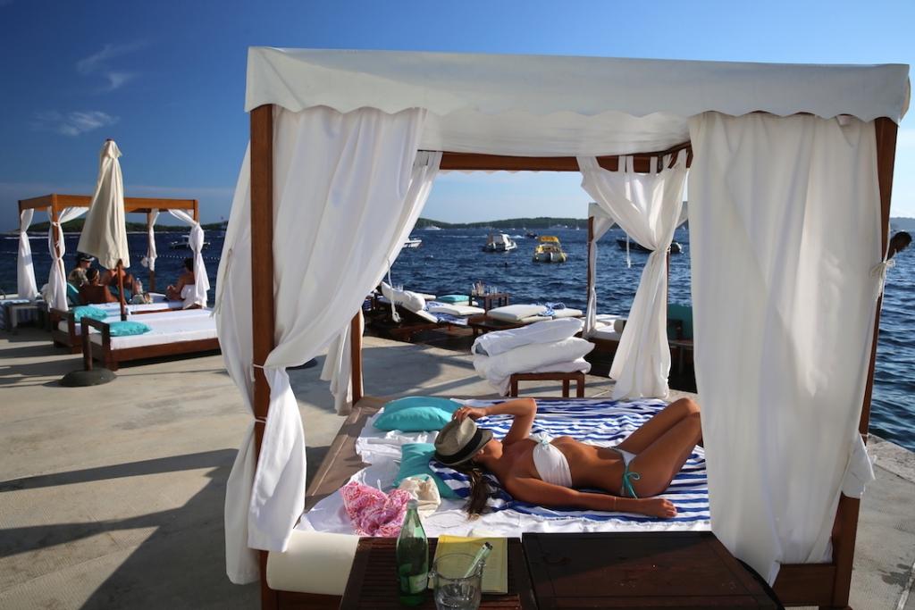 Bonj les bains, Hvar Beach Club