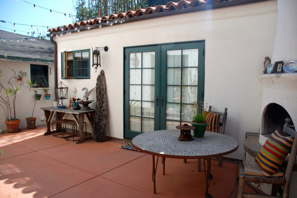 air-bnb-surf-cottage-rental-montecito 2