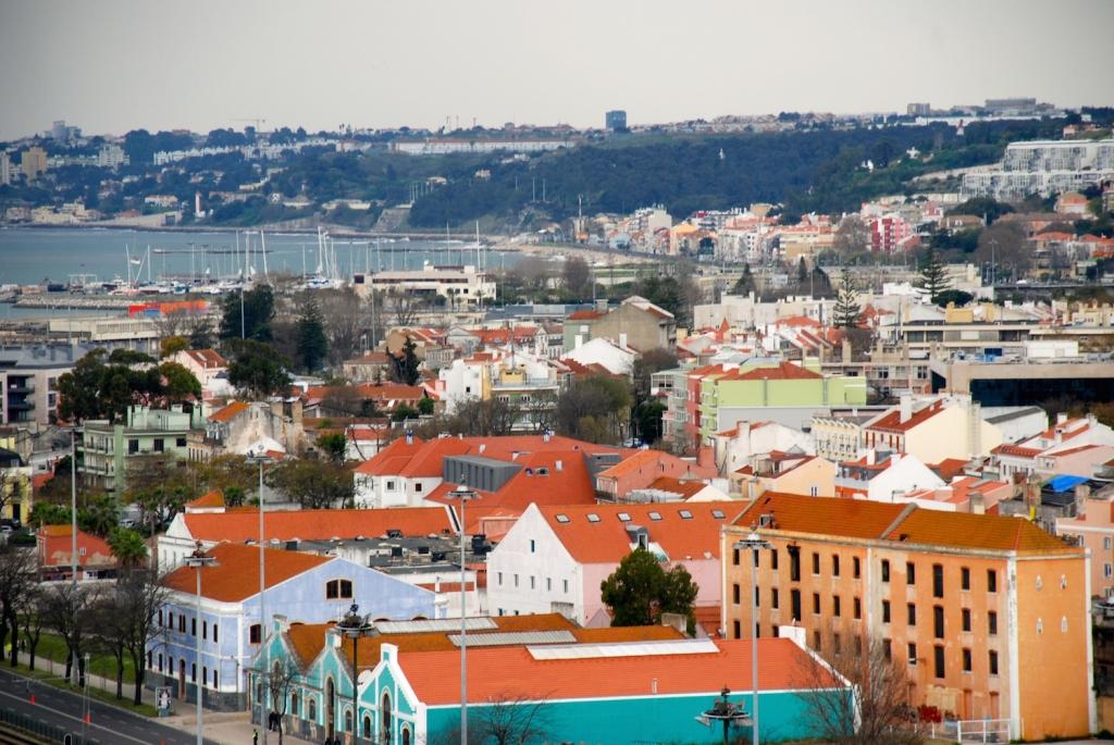 Lisbon-colorful-buildings