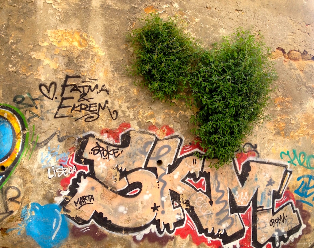 graffiti-art-heart-lisbon
