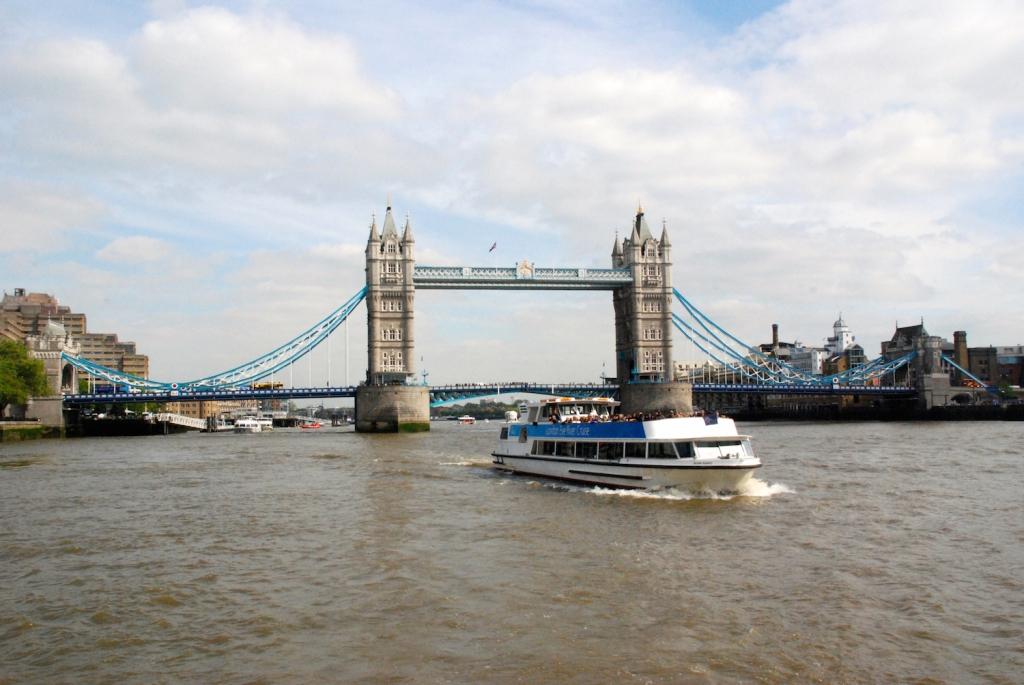 10-Must-See-London-Spots-Tower-Bridge