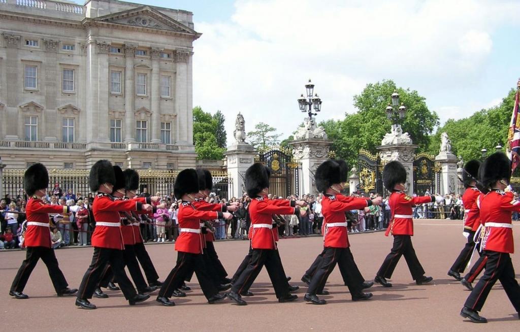 buckingham-palace-guards