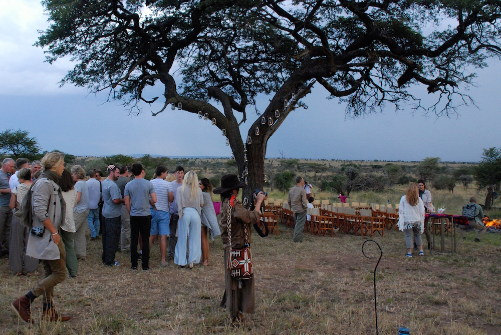 serengeti-sundowner-in-the-bush