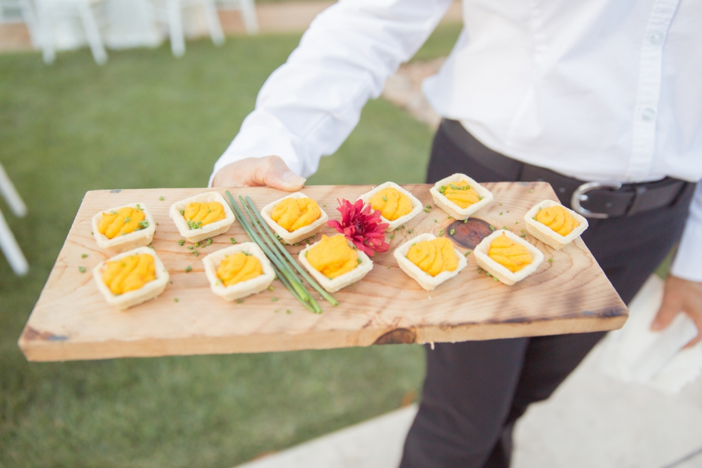 villa-wedding-food-display