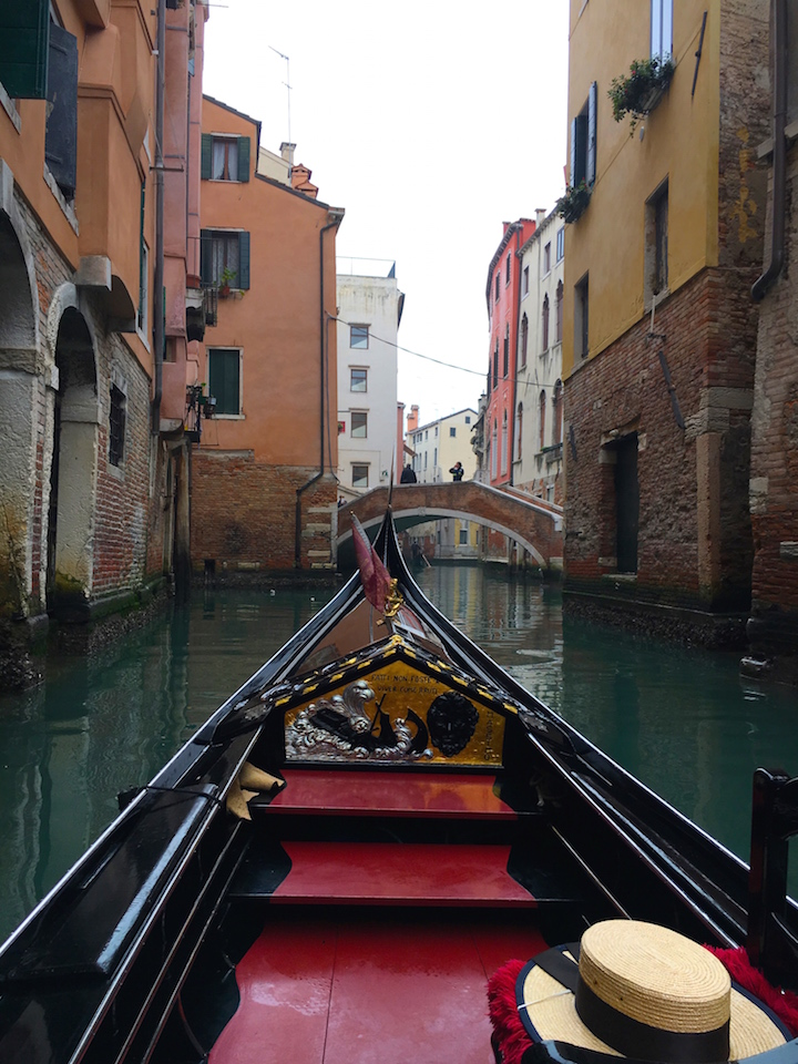 winter-gondola-ride-venice