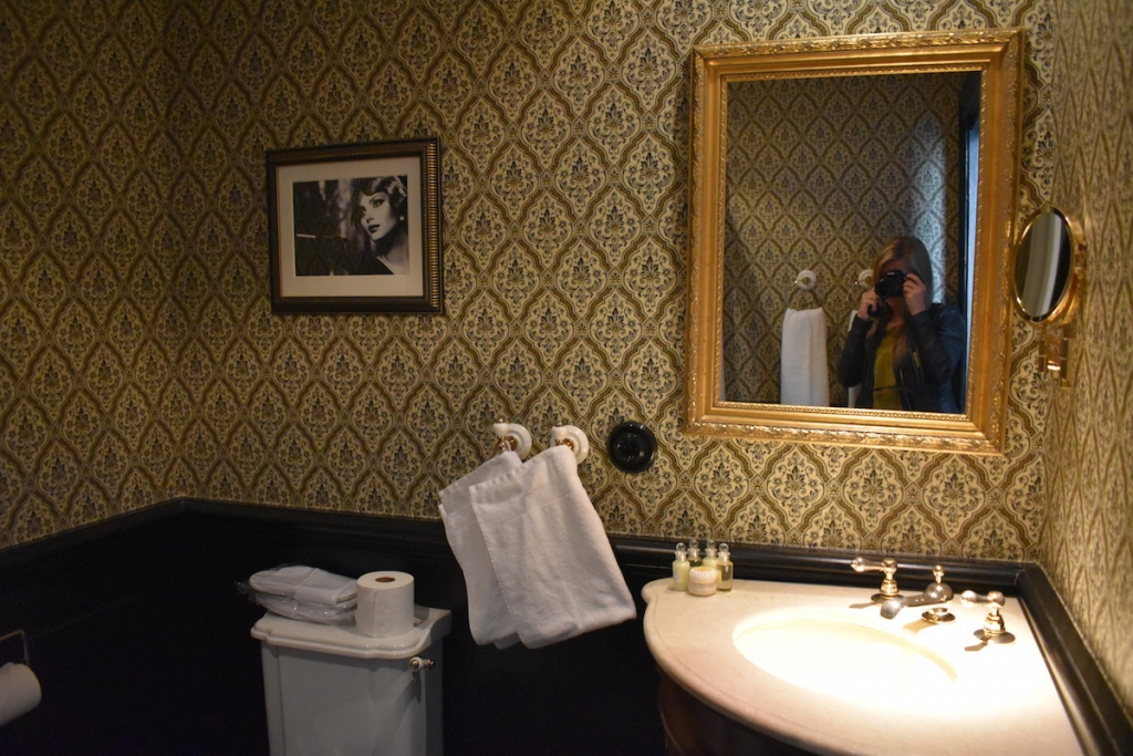 hotel-pigalle-bathroom