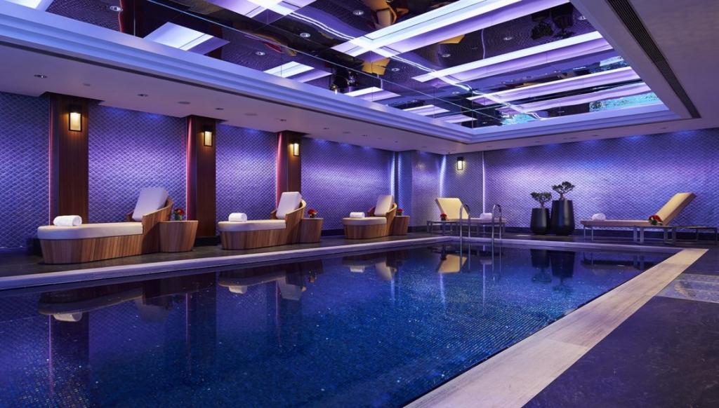 mandarin-oriental-hong-kong-pool