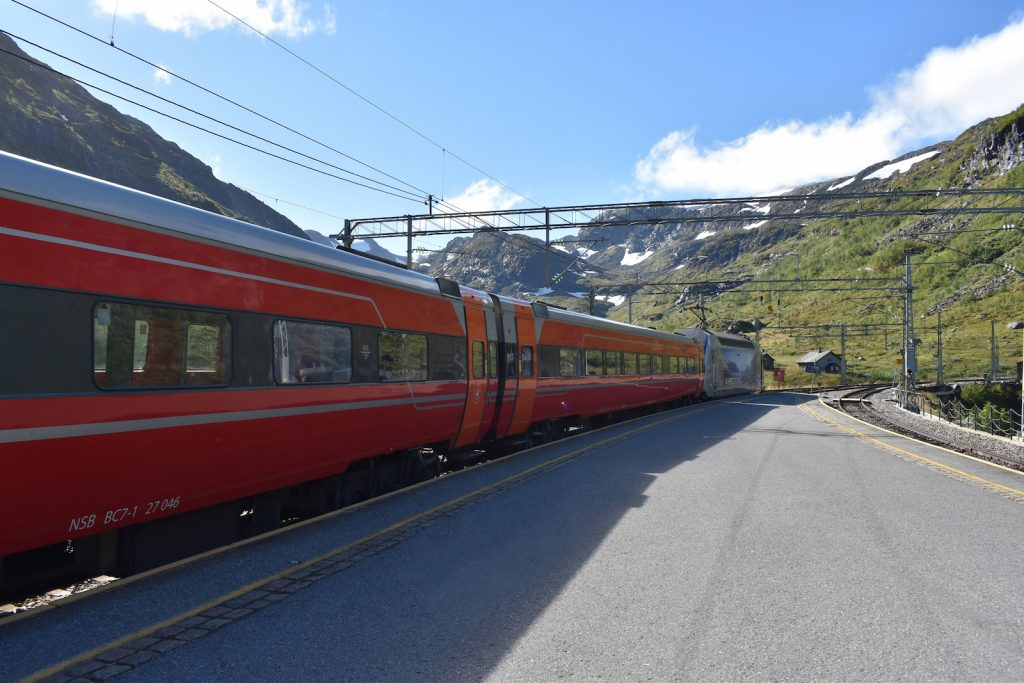 norway-in-a-nutshell-train
