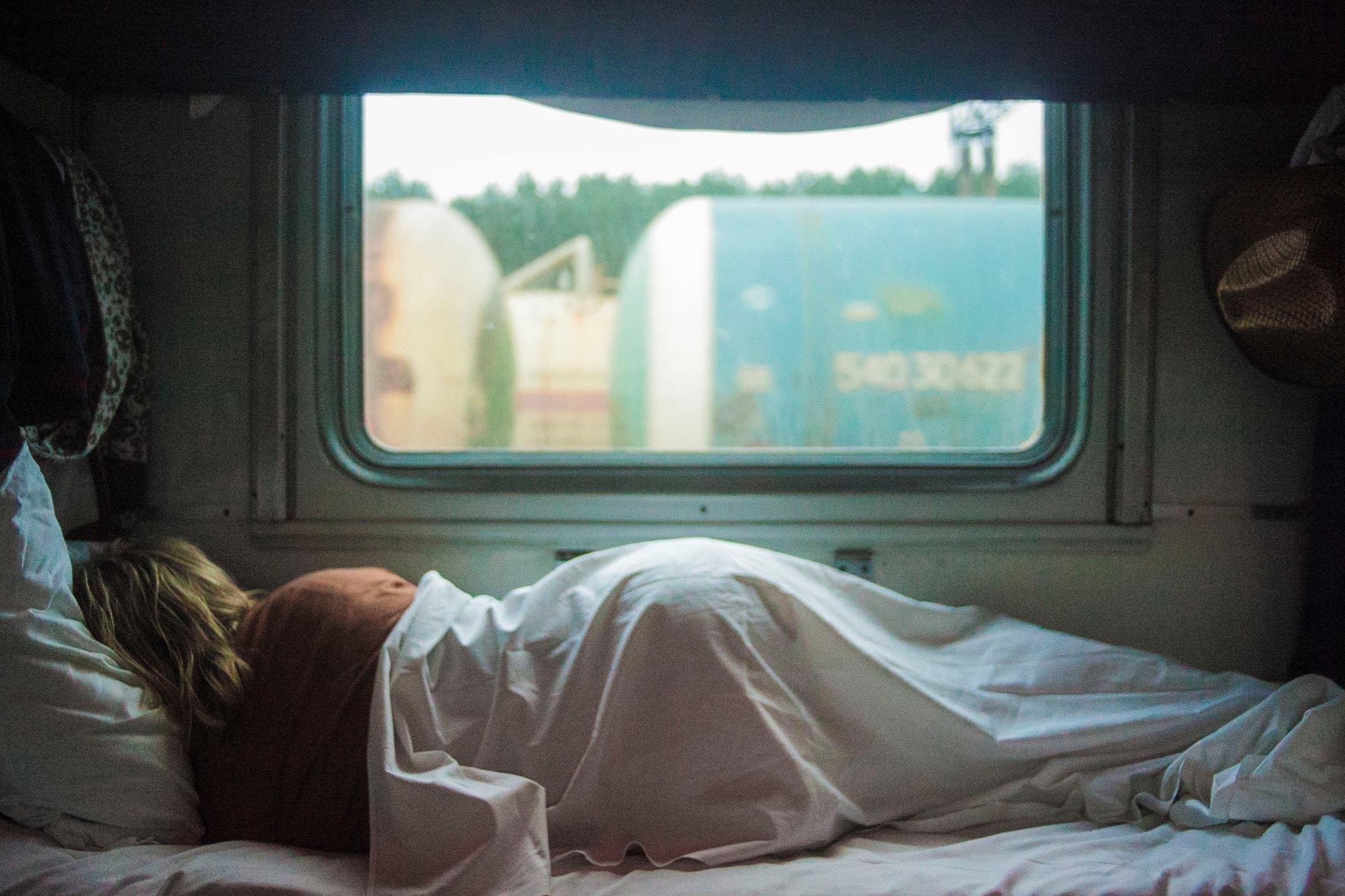 HOW TO DEAL WITH A SNORING TRAVEL COMPANION